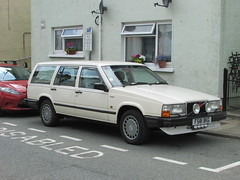 Volvo 740 TD (Andrew 2.8i) Tags: wales uk carspotting spotting street car cars streetspotting united kingdom road classic classics volvo 740 td 700 series 740td station wagon estate swedish european euro