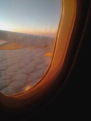 UNA FOTO VIEJA (Vanessa Pita) Tags: travel plane flight viajar avión sunrise clouds sky orange nikon oldie old amanecer mañana morning