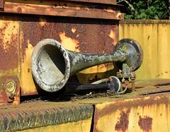 DSC_0229_Kopie (fritzenalg) Tags: hupe horn signalhorn rost rust rusty verfall eisen metall oxidation