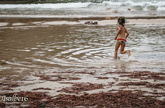 A por la pelota!!. (vini vidi vinci) Tags: playa arena mar vacaciones niños