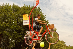 Vive le sol - Long live the ground (p.franche malade - Sick) Tags: bicycle tourdefrance animation empty suspended crane rope people man july6 2019 vertigo brusselsgranddépart vélo vide suspendu grue filin personnes homme 6juillet2019 vertige sony sonyalpha65 dxo photolab2 bruxelles brussel brussels belgium belgique belgïe europe pfranche pascalfranche schaerbeek schaarbeek