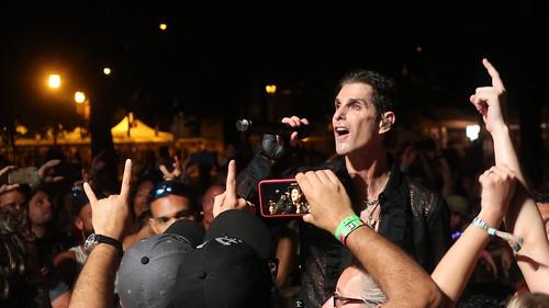 Perry Farrell & the Kind & Etty Lau Farrell Heaven Orchestra (2019 Lollapalooza Chicago) - Perry Farrell (Peretz Bernstein), Matt Chamberlain, Chris Chaney, Matt Rohde, Nick Maybury,