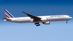 Boeing 777-328(ER) F-GSQM Air France (William Musculus) Tags: plane spotting aviation airplane paris charles de gaulle roissy roissyenfrance lfpg cdg william musculus boeing 777328er fgsqm air france af afr 777300er