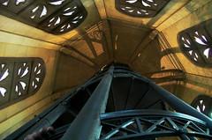 Pochoirs (Atreides59) Tags: lyon rhone rhône france fourvière basilique histoire history jaune yellow escaliers stairs pentax k30 k 30 pentaxart atreides atreides59 cedriclafrance