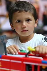 Yeux débridés (SchoonbrodtB) Tags: regard look kid enfant yeux eyes jeu game playmobil