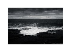 waves breaking on the Sydney coast, 2018  #004 (lynnb's snaps) Tags: ocean blackandwhite bw film nature dark landscape coast tmax3200 waves moody sydney dramatic australia leicacl tmaxdeveloper rangefinderforum kodaktmaxp3200 rangefinderphotography bianconegro leicafilmphotography blancoynegro monochrome noiretblanc ishootfilm 35mmfilm bianconero biancoenero 2018 schwarzweis ©2018lynnburdekin
