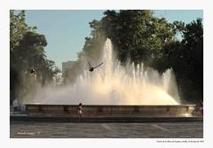 Fuente de la Plaza de España, Sevilla. (Manolo Campos Conde) Tags: palomas fuente contraluz parque plazadeespaña