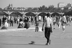 Skater (just.Luc) Tags: garçon boy jongen junge knabe knaap niño skater skateboard barechested shirtless bn nb zw monochroom monotone monochrome bw france frankrijk frankreich francia frança bordeaux gironde nouvelleaquitaine man male homme hombre uomo mann young jung jong jeune bridge pont brug brücke