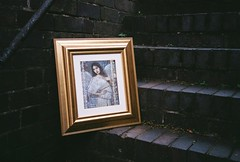 mjuiii - contempory art on the steps (johnnytakespictures) Tags: olympus mju mjuiii mju3 automatic compact compactzoom film analogue stylusepic fuji fujifilm superiaxtra400 nuneaton warwickshire painting paints frame framed hanging gallery picture pictures artwork step steps brick outside contemporary left abandon abandoned