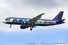 Brussels Airlines, OO-SND : The Smurfs (Thomas Naas Photography) Tags: england grossbritannien great britain london lhr egll flughafen airport flugzeug aircraft airplane aviatik aviation airbus werbung advertising spezialbemalung specialpaint a320 a320200 brussels airlines smurfs aerosmurfs