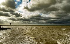Waarde (Omroep Zeeland) Tags: westerschelde waarde wolken wolkenlucht scheepvaart onstuimig wind windkracht golven schuimkoppen