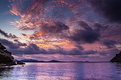 amaneciendo en Ibiza (ibzsierra) Tags: sunrise amanecer ibiza eivissa baleares canon mar sea mer mare costa coast nube cloud joro red azul blue 7d 1740usm