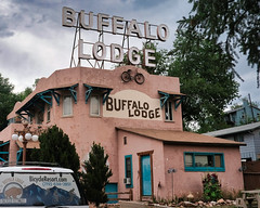 Buffalo Lodge won't You Come out Tonight (Pete Zarria) Tags: colorado motel hotel neon scaffold sign old decay overnight rooms trip court