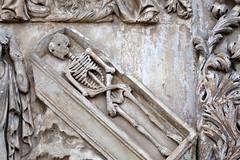 Umbria: Orvieto, Duomo facade sculpture (Henk Binnendijk) Tags: orvieto umbria umbrië umbrie italy italia italië italie piazzaduomo lorenzomaitani duomo cathedral orvietocathedral abraham skeleton coffin saintsandsinners