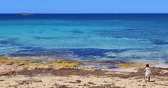 La petite et la mer (ISO 69) Tags: petite mer bleue bleu coloniadesantjordi mallorca majorca spain espana spanien baleares balearen ile island insel