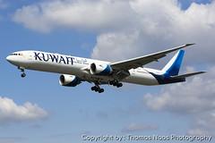 Kuwait Airways, 9K-AOD (Thomas Naas Photography) Tags: england grossbritannien great britain london lhr egll flughafen airport flugzeug aircraft airplane aviatik aviation boeing b777 b773 b777300er kuwait airways