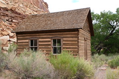 The Historic Fruita Schoolhouse (ivlys) Tags: usa utah capitolreef nationalpark fruita schule schoolhouse freemontriver fluss river gebäude building natur nature ivlys