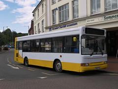 Y982 TGH Dennis Dart SLF / Plaxton Pointer 2 - Vale Travel (Aylesbury) (Ray's Photo Collection) Tags: chesham bucks buckinghamshire thebroadway dennisdartslf plaxtonpointer2 y982tgh valetravel aylesbury 354