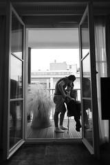 J'ai soif d'amour, de tendresse et de baisers, d'une vie à deux. (just.Luc) Tags: bisou baiser kus kiss kuss gay bn nb zw monochroom monotone monochrome bw mannen men männer hommes hombres uomini intimacy intimiteit intimité tenderness tederheid tendresse window venster raam fenster fenêtre balcony balkon balcon