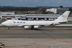 "N903AR | Boeing 747-428ERF | SkyLease Cargo (""Nian Nian You Yu"" titles) (cv880m) Tags: newyork jfk kjfk kennedy johnfkennedy aviation airliner airline aircraft airplane jetliner airport spotting planespotting boeing 747 744 747400 74f 747400f 747428 747428erf skylease cargo aircargo freight freighter airfreight jumbo n903ar skycube china seafood fish niannianyouyu"