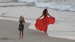 На пляже (unicorn7unicorn) Tags: море люди красный девушки волны 365the2019edition 3652019 day222365 10aug19