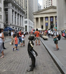 2019 Fearless Girl bronze sculpture Wall Street NYC 7272 (Brechtbug) Tags: 2019 fearless girl bronze sculpture by kristen visbal commissioned state street global advisors ssga the statue was installed march 7th 2017 anticipation international womens day depicting defiant four foot high located front new york stock exchange financial district manhattan city august 08102019 nyc young lady