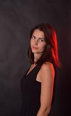 Aline (Chocolatine photos) Tags: femme noir rouge portrait photo photographesamateursdumonde pdc makemesmile nikon flickr