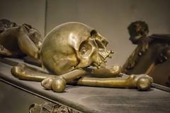 Vienna Wien - Kaisergruft (Oliver Kuehne) Tags: skull vienna wien gruft kaisergruft rx100m2 sony