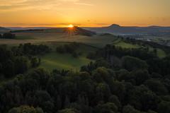 Hegau sunset (Sebo23) Tags: hegau hegaublick sonnenstrahlen sunset sunstar sonnenuntergang sonnenstern landschaft landscapephotography landschaftsaufnahme naturaufnahme natur nature lichtschatten canoneosr canon16354l