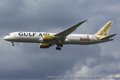 Gulf Air, A9C-FE (Thomas Naas Photography) Tags: england grossbritannien great britain london lhr egll flughafen airport flugzeug aircraft airplane aviatik aviation boeing b787 b789 b787900 dreamliner gulf air f1 sticker