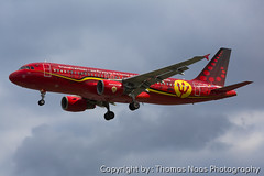 Brussels Airlines, OO-SNA : Red Devils (Thomas Naas Photography) Tags: england grossbritannien great britain london lhr egll flughafen airport flugzeug aircraft airplane aviatik aviation airbus a320 a320200 werbung advertising spezialbemalung specialpaint brussels airlines red devils trident
