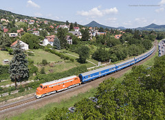 618 019 H-MNOS (...síneken a vonat) Tags: gyorsvonat személyvonat ablakosvonat tapolca balaton északipart retro retrohétvége retrohétvége2019 locomotive calatori feroviarul feroviar railline29 railline reilline railroad line29 bahn diesel dízel eisebahn lokomotive lugans m61 mozdony máv rail railway szergej train trenur trenuri vasút vlacik vlak vlaky vonat m61019 nohab pelso 618001 618001mnos 92550618019 djifc2204 djimavic2 badacsonytomaj locationbadacsonytomaj 190804