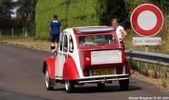 Citroën 2CV 1987 (Wouter Bregman) Tags: tbtl71 citroën 2cv 1987 citroën2cv 2pk eend geit deuche deudeuche 2cv6 e402 a28 normandie normandy france frankrijk vintage old classic french car auto automobile voiture ancienne française vehicle outdoor