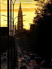 Amanecer (linoskabarandafuentes) Tags: goldensunrise sunrise amanecerdorado amanecer ciudad streetphoto streetphotographie autos cars oldcars torre tower iglesia churches street avenue avenida cuba habana havana lahabana sun
