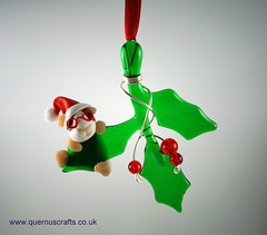 Little Santa Guinea Pig on Glass Holly (Quernus Crafts) Tags: polymerclay quernuscrafts cute glassholly christmas phoenixglass decoration santahat santa guineapig glasses