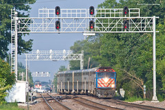Crossing Over (tim_1522) Tags: railroad railfanning rail illinois il metra bnsf burlingtonnorthernsantafe bn burlingtonnorthern racetrack chicago sub subdivision passenger commuter f40phm2