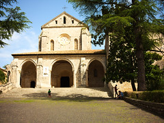 GFX1719 - Abbey of Casamari (Diego Rosato) Tags: abbazia abbey monastero monastery church chiesa casamari albero tree cortile court fuji gfx50r fujinon gf63mm rawtherapee