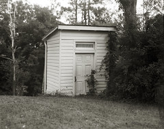 Outhouse (efo) Tags: bw film 4x5 largeformat graflex speedgraphic kodakaeroektar kodaktmax100 outhouse building