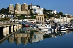 Torquay harbour (WISEBUYS21) Tags: torquay harbour reflection reflections devon english riviera houses flats holiday home water still sea coast boats walkway wisebuys21 cream tea south west bluesky seascape seaside cityscape favourite faves island isle lighthouse market panorama positive quayside quay sony uk seagulls crabs fishing swimming