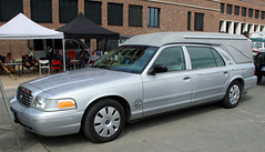 Crown Vic Herase (Schwanzus_Longus) Tags: hannover german germany us usa america american modern car vehicle hearse ford crown victoria superior