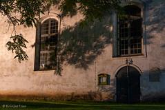 Öine kiriku sein (BlizzardFoto) Tags: karksipeetrikirik karksichurchofstpeter karksi kirik church öösel atnight valgustatud illuminated öö spooky müstiline mystic varjud shadows