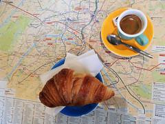 Breakfast in Paris EXPLORED! (Shahrazad26) Tags: ontbijt breakfast petitdéjeuner frühstück paris parijs frankrijk france frankreich koffie café kahve coffee croissant plattegrond map