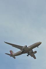 'VPBHD' LGW-LHR: VP-BHD first visit to London Heathrow (A380spotter) Tags: approach landing arrival finals outermarker fourmilesout 4miles belly airbus airbuscorporatejet airbuscorporatejetliner a330 acj330 200prestige vpbhd سابك الشركةالسعوديةللصناعاتالأساسية sabicsaudibasicindustriescorporation jetaviationbusinessjetsag pjs pp lgwlhr firstvisittolhr firstvisittoheathrow runway27l 27l london heathrow egll lhr