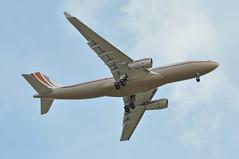 'VPBHD' LGW-LHR: VP-BHD first visit to London Heathrow (A380spotter) Tags: london heathrow landing belly finals airbus arrival approach a330 egll fourmilesout 4miles airbuscorporatejetliner 27l outermarker runway27l airbuscorporatejet 200prestige acj330 firstvisittolhr firstvisittoheathrow lhr سابك sabicsaudibasicindustriescorporation lgwlhr vpbhd الشركةالسعوديةللصناعاتالأساسية pjs pp jetaviationbusinessjetsag