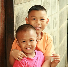 boys (the foreign photographer - ฝรั่งถ่) Tags: two boys children khlong thanon portraits bangkhen bangkok thailand canon