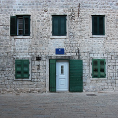 Kotor, Montenegro (russ david) Tags: kotor montenegró montenegro cattaro котор gulf of bay boka kotorska adriatic sea unescos world heritage site unesco architecture travel november 2018 window shutters door balkans