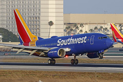N466WN, Boeing 737-700, Southwest Airlines, Los Angeles (ColinParker777) Tags: n466wn boeing 737 73g 737700 b737 b73g b737700 30677 1520 7377h4 aircraft airplane airliner aeroplane aviation fly flying flight landing land touchdown approach finals flare beacon dusk flash light hotel las klax airport los angeles international california socal united states america usa canon 5dsr 200400 l lens zoom telephoto pro