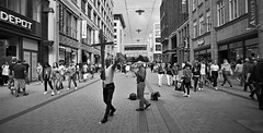 Hamburg, Germany 2019 (Altgott) Tags: film nikon f3 nikonf3 filmisnotdead analog analogue street streetphotography nazi blackandwhite powerfull ilford hp5 ilfordhp5 hc110 24mm wideangle wide angle