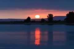 Amanece (pascual 53) Tags: amanecer canon eos7d 70200mm lee lucroit flickr laguna navarra vacaciones tormenta lluvia