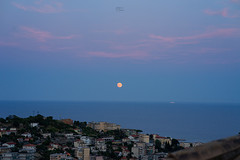Sunset & Moon (fedech_) Tags: sony sonyalpha sonya7 sunset landscape panorama beauty bellezza italy italia zeiss zeisscameralenses batis85